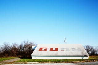 Guns - A roadside building in Delaware, USA